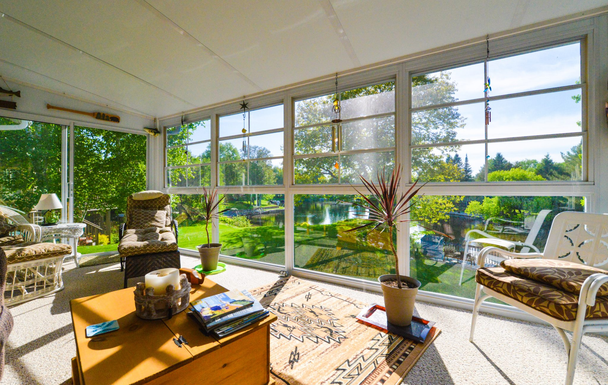 picture of a sunroom