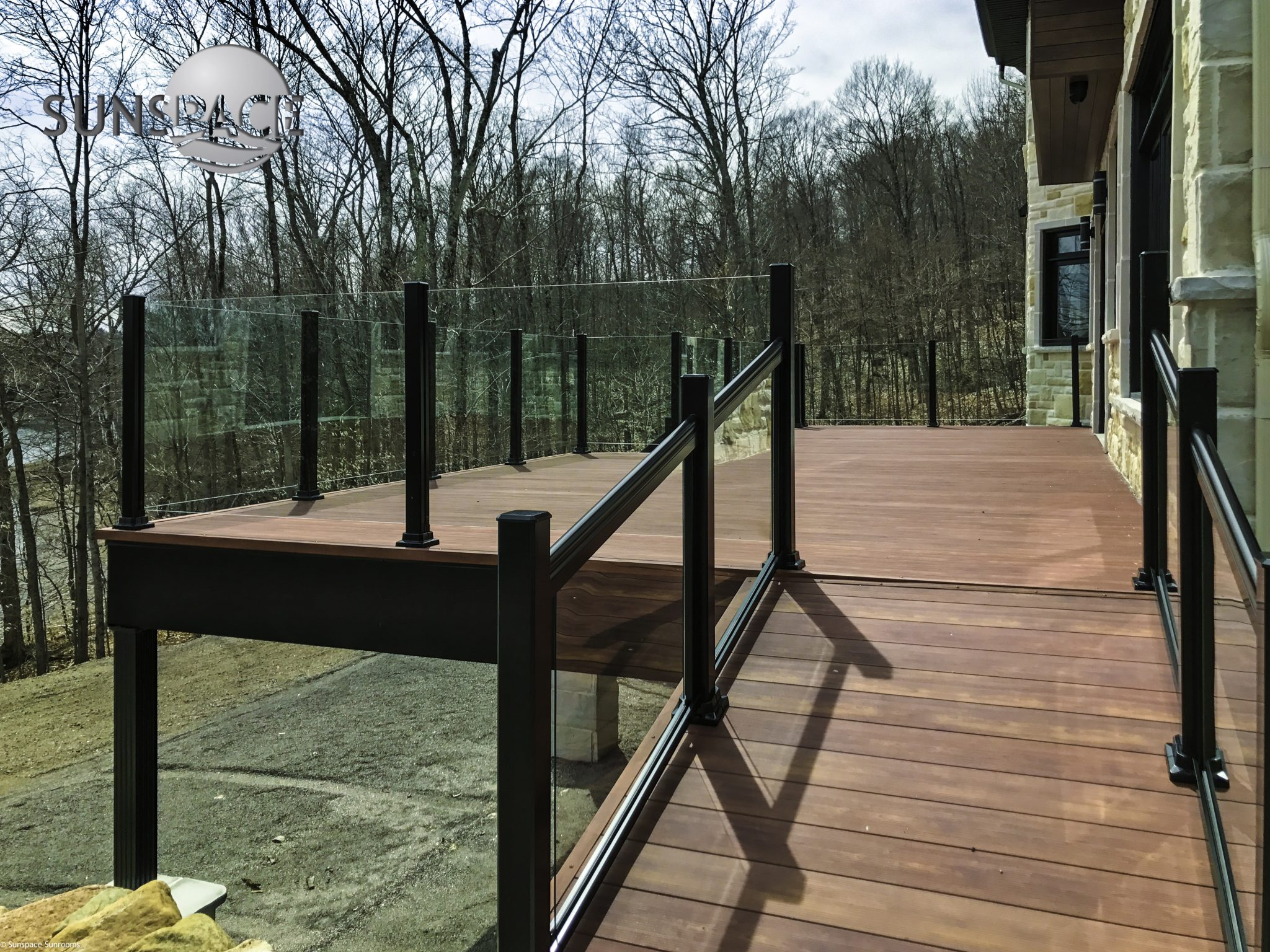 aluminum decking with glass railing image