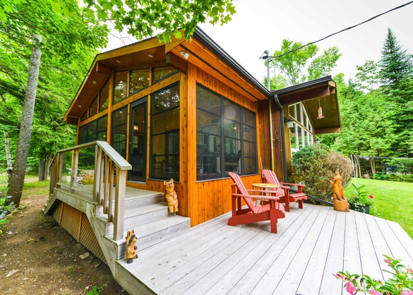 Five ways to give your outdoor space a makeover with a sunroom for Log home sunrooms